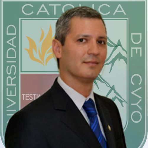 Magister Julio Bastias con fondo